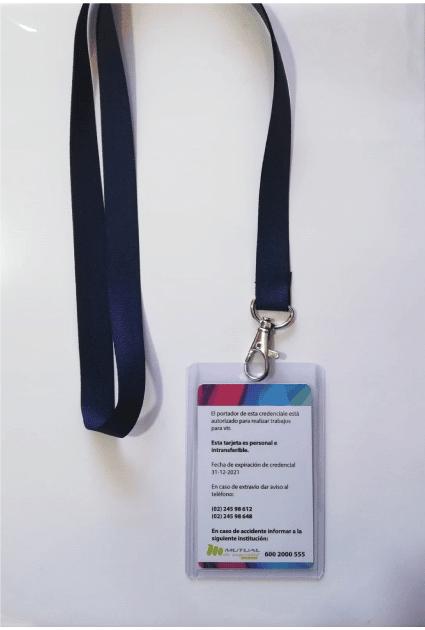 Pack-Porta-credencial-plastico-flexible-transparente-vertical-con-lanyard